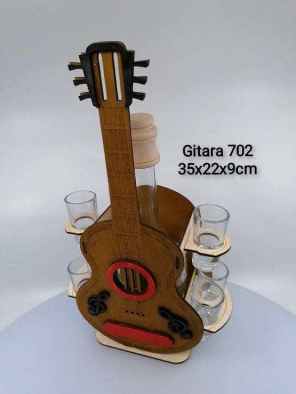 Dekoračná fľaša s pohárikmi, GITARA, 35x22x9 cm