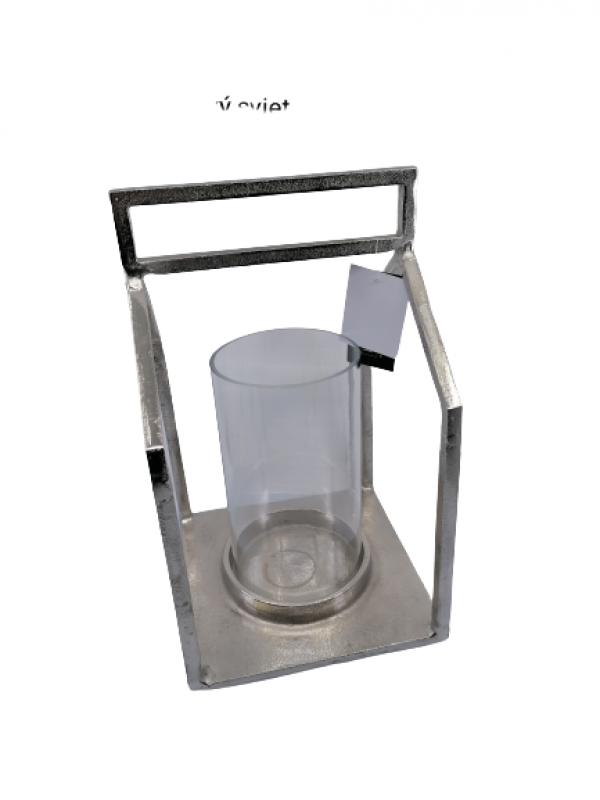 Svietnik z kovu strieborný vo vnútri so sklenenou nádobkou na sviečku ,rozmery: skla:18x10 cm